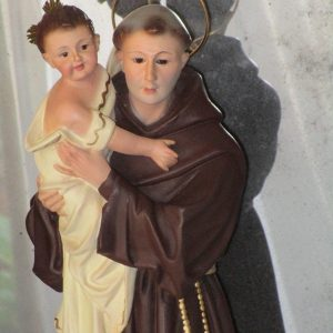 Figure of saint anthony of padua with the baby jesus