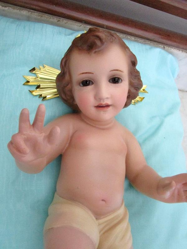 Niño jesús con ojos de cristal