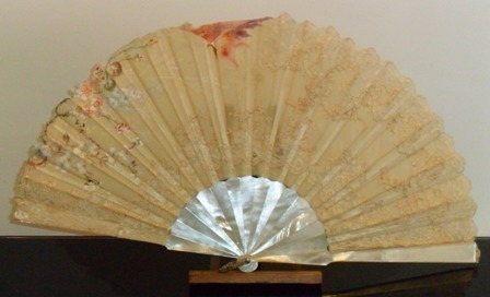 Pericon's hand fan with mother-of-pearl sticks
