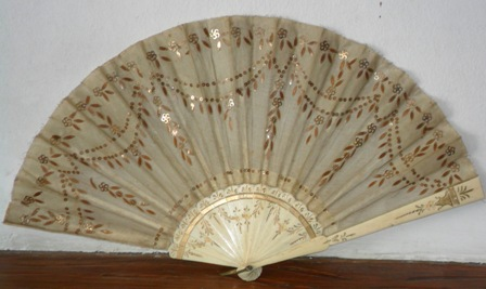 Hand fan with bone sticks