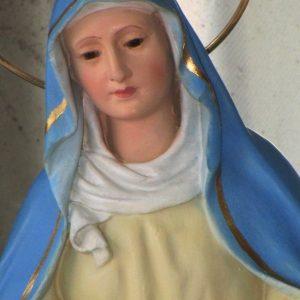 Virgen de la cinta con ojos de cristal