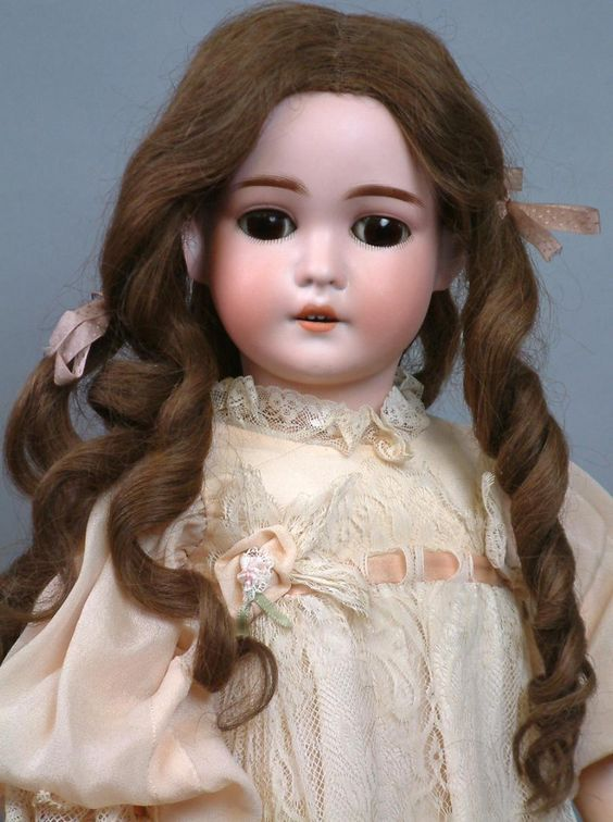 Queen-louise-doll